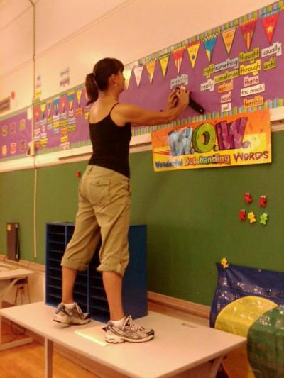 Regina Acosta Tobin volunteering at Stewart Street School