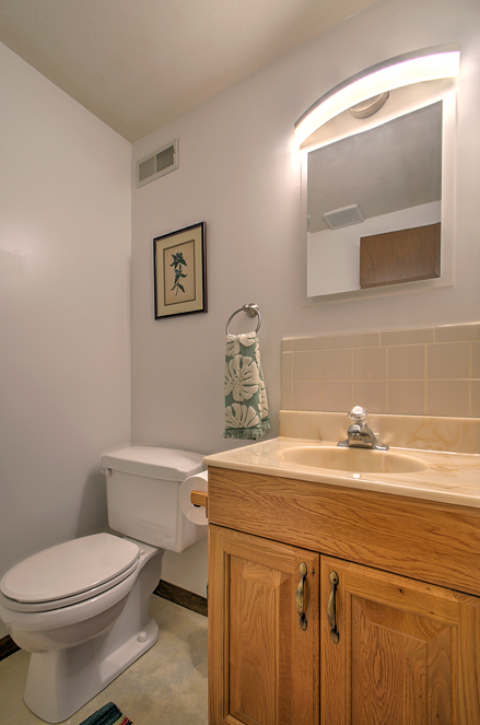 5821_HALF-BATH-downstairs