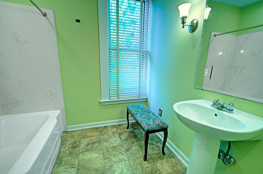 926_Full-Bath-[upstairs]